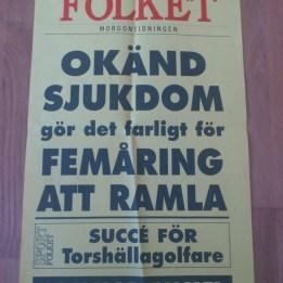 2004. Löpsedeln på tidningen Folket.