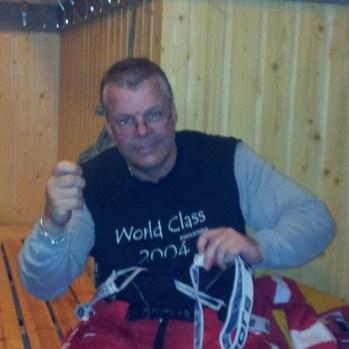 Pelle lagar Jensas hängslen grym Lagkapten :)