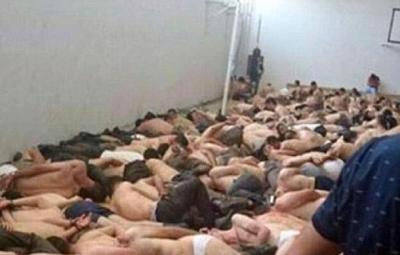 Soldati turchi seminudi e ammanettati dopo l'arresto all'indomani del tentativo di golpe fallito nella notte tra il 15 e il 16 luglio 2016, in una foto postata sul profilo Twitter di Military Advisor, sito di osservazione e analisi militare focalizzato sugli sviluppi delle crisi in Siria, Iraq e Yemen. Roma, 18 luglio 2016. +++ ATTENZIONE LA FOTO NON PUO'ESSERE PUBBLICATA O RIPRODOTTA SENZA L'AUTORIZZAZIONE DELLA FONTE DI ORIGINE CUI SI RINVIA +++