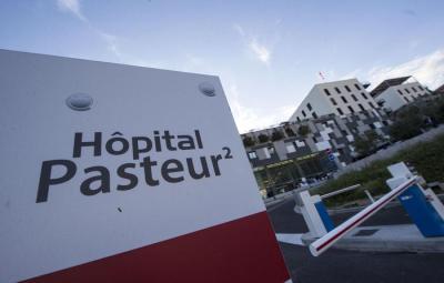 Una veduta esterna dell'ospedale Pasteur di Nizza (Francia), 15 luglio 2016. ANSA/MASSIMO PERCOSSI