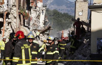 Firefighters at work in the devastated town of Amatrice three days after the 24 August powerful earthquake that hit central Italy, 27 August 2016.The Civil Protection Department said on 27 August 2016 that the latest provisional death toll from the earthquake in central Italy is 290. ANSA/ ROBERTO SALOMONE
