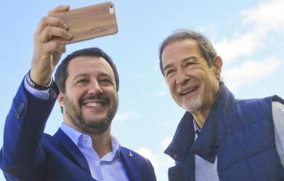 Il neo eletto presidente della Regione Sicilia, Nello Musumeci, con il leader della Lega, Matteo Salvini, all'Aeroporto Fontana Rosa di Catania, 7 Novembre 2017. ANSA/CIRO FUSCO