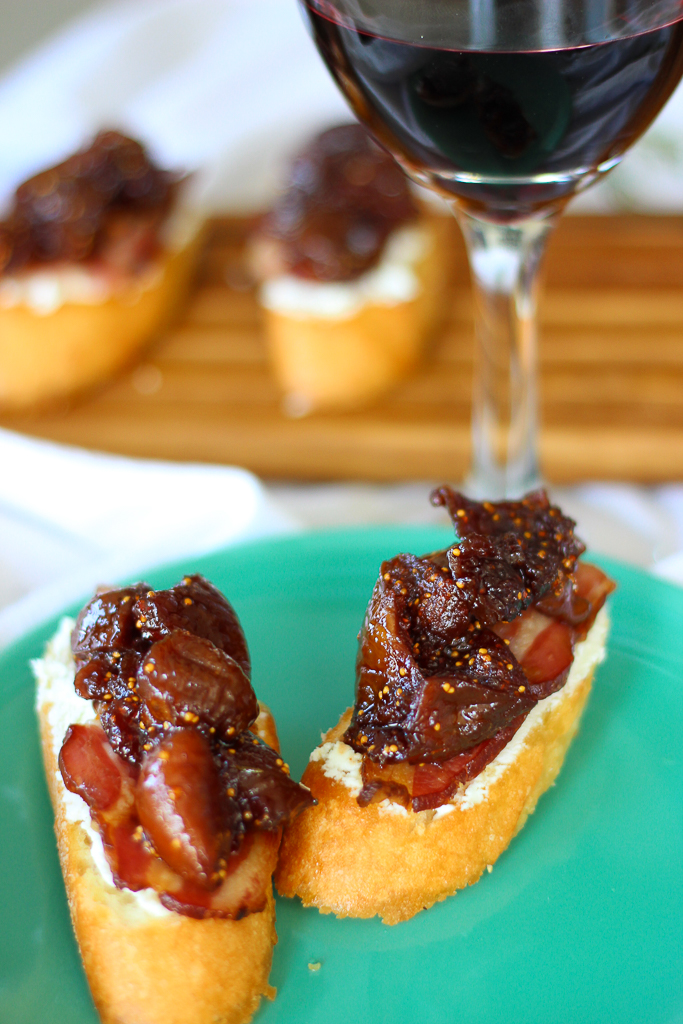 Fig Compote, Bacon, and Goat Cheese Crostini - Fork in the ...