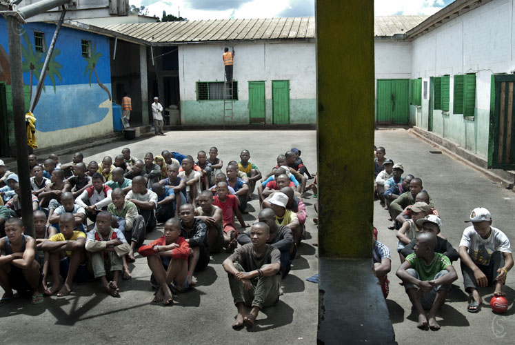 Minors gathered in the courtyard during a visit of religious figures. Sermons and songs accompany the visit.
