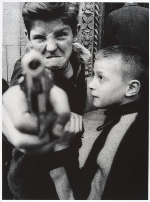 william klein-kid-gun