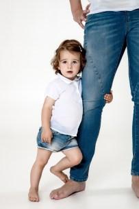 Kind-blaue-Jeans-Fotoshooting-web