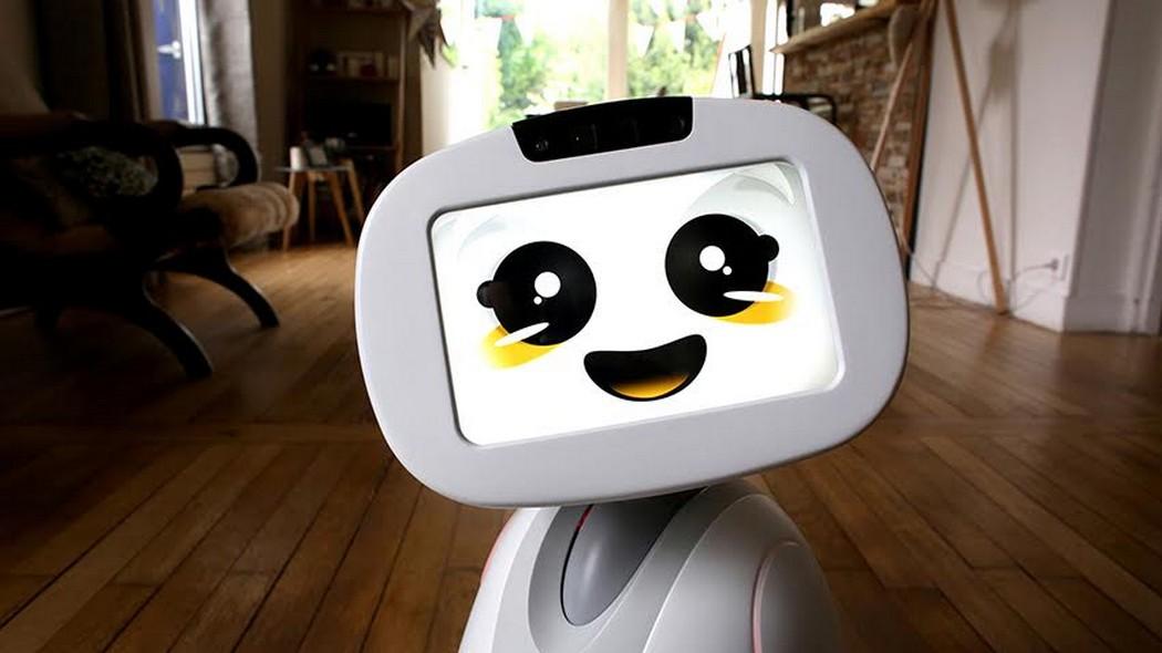 """""""Buddy va devenir un nouvel ami pour l'homme, situé entre un animal de compagnie et le smartphone"""" Nicolas Marquis co-designer du robot Buddy"""