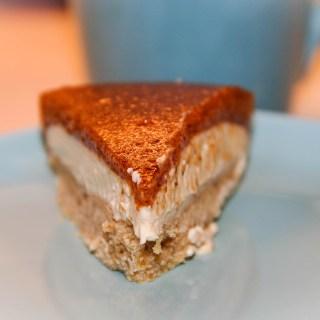 cheesecake ai cachi e nocciole
