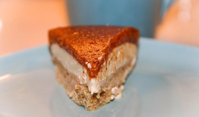 Cheesecake cachi e nocciole
