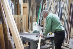 Frame-cutting-production-workshop-saw-framemakers