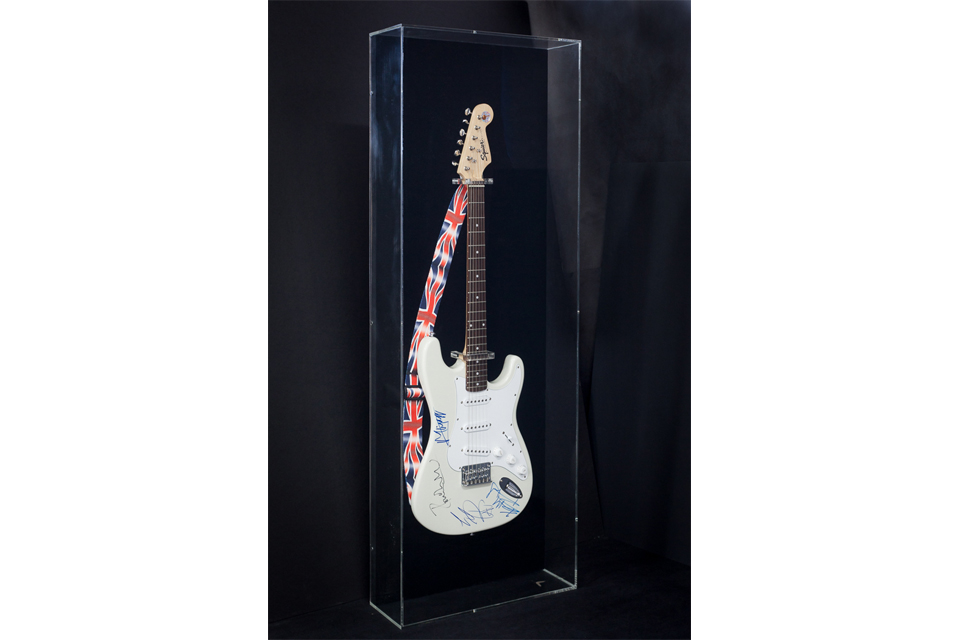 Framemakers-International-Mick-Jagger-guitar-plexi-box