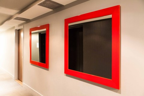 custom-red-moulding-mirror-condo-framemakers