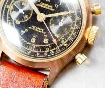 The details found on the gilt dial of the Jardur 850 are fantastic. The central chronograph hand employs a style familiar to Speedmaster fans.