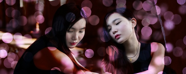 asian-twin-sisters