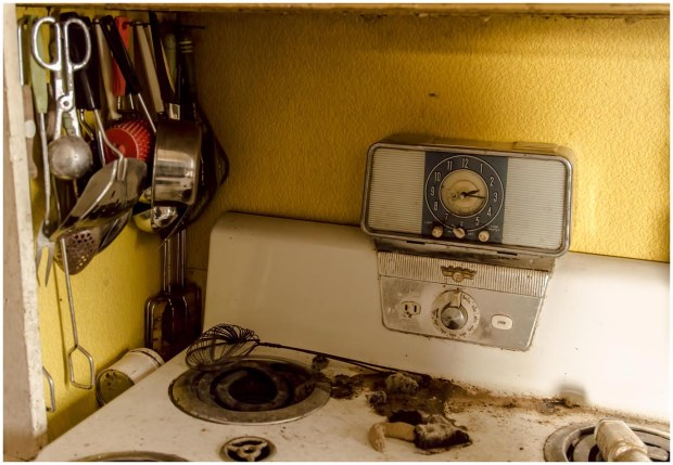 Abandoned Time Capsule House in Ontario Freaktography