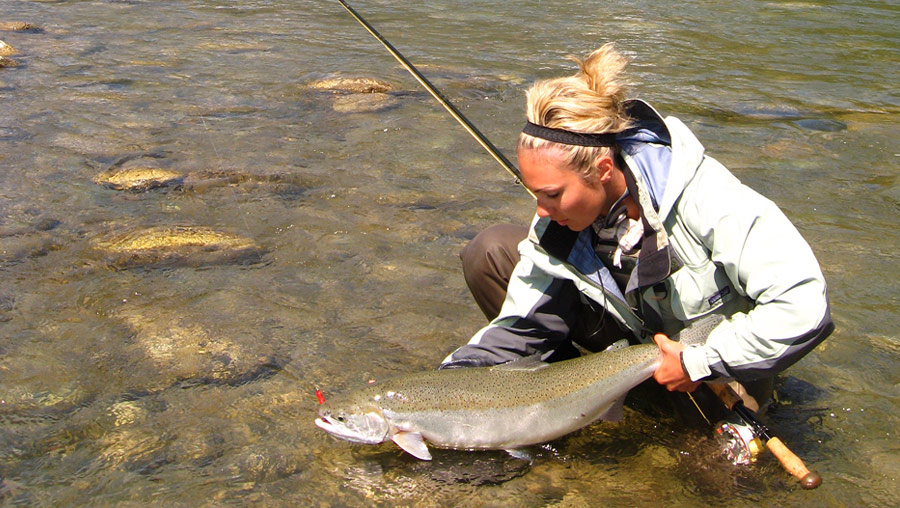 Waders patagonia en promo peche mouche french flyfishing for Girls fishing naked