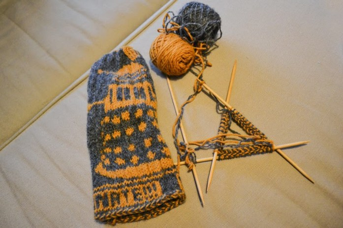 dr who dalek mitten knitting project