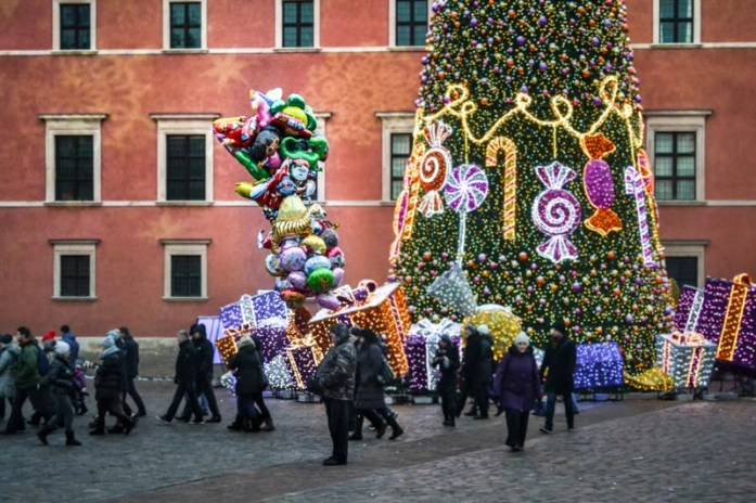 Balloons in Warsaw Castle Square