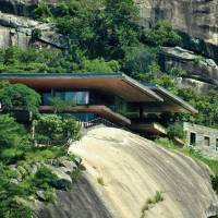 Fantastic Futuristic House Built on a Cliff
