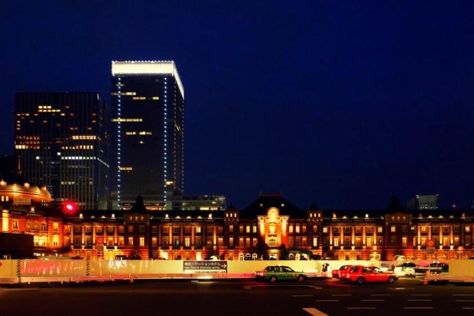 Fujifilm X-T1 + XF 16-55mm WR, @16 mm, F2.8, ISO 5000, 1/40 sec, hand-held. Tokyo Station, Tokyo, Japan.