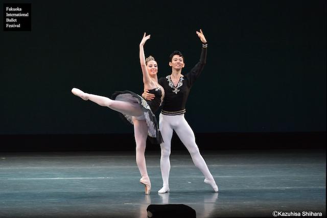 Nutsa Chekurashvili and Yonen Takano perform the Grand Pas Classique Grand Pas de Deux.