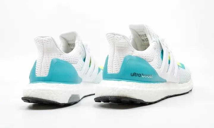 海外展開!爽やかカラーのアディダス ウルトラ ブースト (adiads ULTRA BOOST Footwear White) [AF5144]