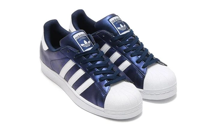 """メタリックレザーを使用したアディダス オリジナルス スーパースター """"ボルド ブルー"""" (adidas Originals SUPERSTAR """"BOLD BLUE"""") [S75875]"""