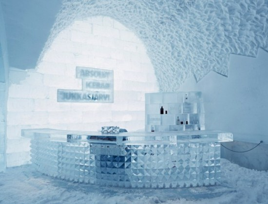 Hotel-made ​-of-ice-and-snow-in-Sweden-003