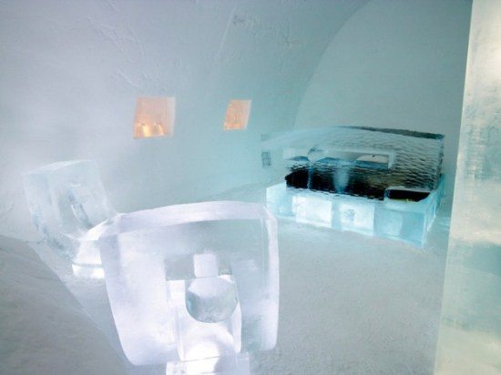 Hotel-made ​-of-ice-and-snow-in-Sweden-010
