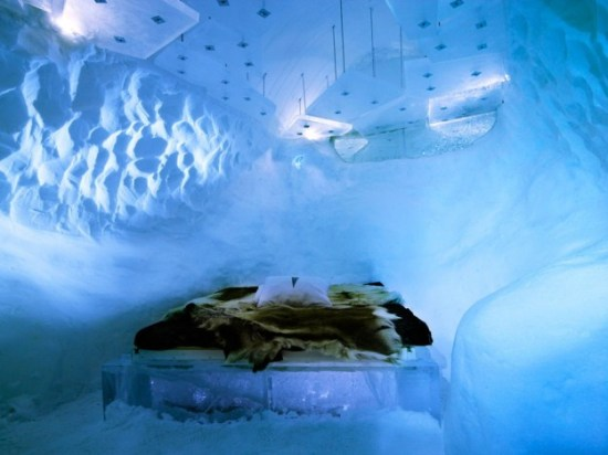 Hotel-made ​-of-ice-and-snow-in-Sweden-012