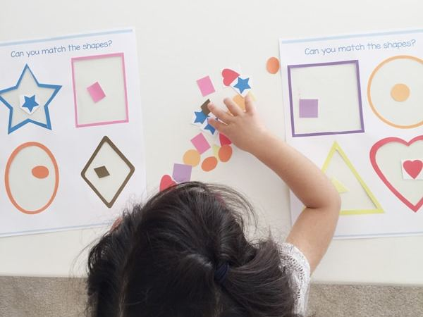 kids-matching-shapes-activity