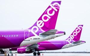 早めに予約すれば格安料金で飛行機に乗れるLCCのピーチ航空が絶好調!国内線の拡大に期待!