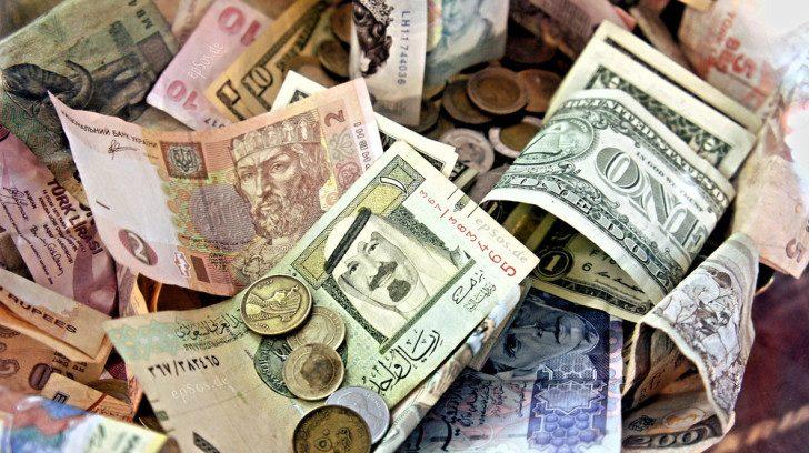 インドルピーの高額紙幣問題