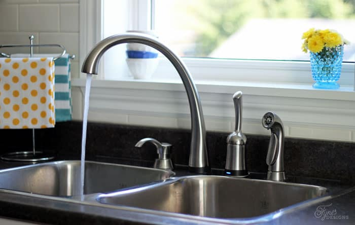 Delta kitchen faucet with Touch2O technology