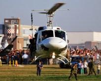 Un Bell 212 de la Fuerza Aérea Argentina durante una de sus demostraciones en la edición 2009 de las puertas abiertas de Morón (foto: Esteban Brea).
