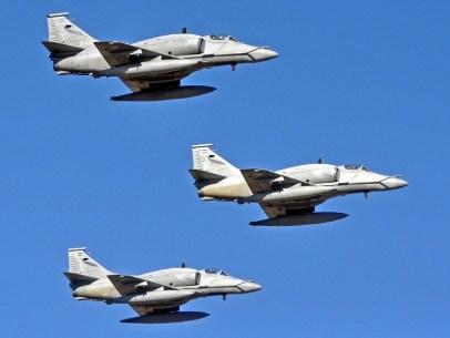 Provenientes de Villa Reynolds, tres A-4AR de la V Br Aé (foto: Esteban Brea).