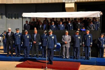El Jefe de Estado Mayor General de la institución, brigadier general Mario Callejo, saluda a las tropas formadas en Las Higueras (foto: Fuerza Aérea Argentina).