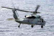 El MH-60S Sea Hawk 166321/NE-615, operado por el escuadrón HSC-4, despegando desde el USS George Washington el 15 de septiembre (foto: U.S. Navy / Mass Communication Specialist 3rd Class Jonathan Nelson).