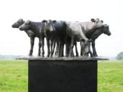 8 Kalveren op plint - brons - 15 cm hoog