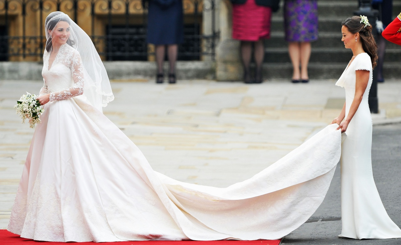 top 10 most famous best hollywood celebrity wedding dresses most popular wedding dresses Kate Middleton bridal dress Kate Middleton wedding dress