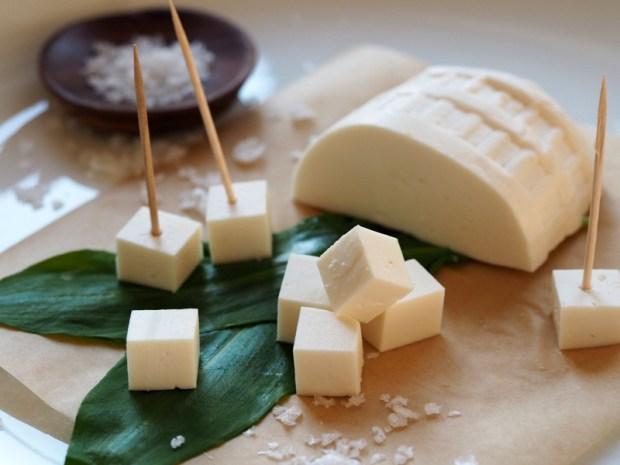 Tradycyjny ser wołoski z gospodarstwa FIGA