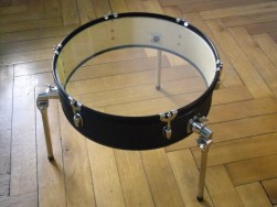 Schlagzeug Bass Trommel, 6mm Float Glas, Textil, Gurt, MöbelÖl. Bass drum,6mm float glass,fabric,cord. Size: 49cm H x 58cm W