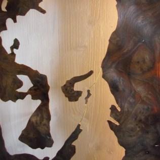 Walnuss Maser Furnier, ausgeschnitten. Fichtenrahmen, weiß lasiert. Walnut Burl veneer cut, white stained Spruce frame. 98cm x 77.5cm x 11cm
