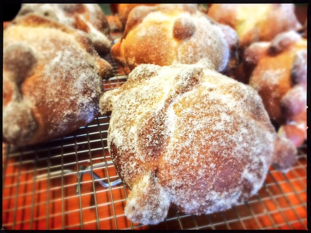 Una de las panaderías menos conocidas del grupo es La Puerta Abierta. Me impresionó su pan por tener un impactante sabor a naranja que incluye ralladura.