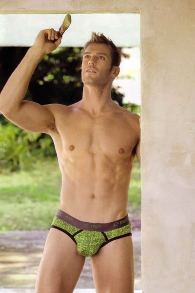 Levi Poulter Shows His Perfect Package 1