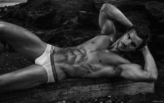 Rugby player Thom Evans in underwear (2)