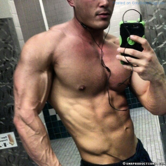 New Muscled Cam Hunk At Cam With Him 3 New Muscled Cam Hunk At Cam With Him!