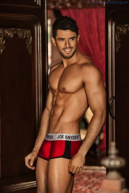 Smooth Muscled Model Felipe Herrera Jiménez (3)