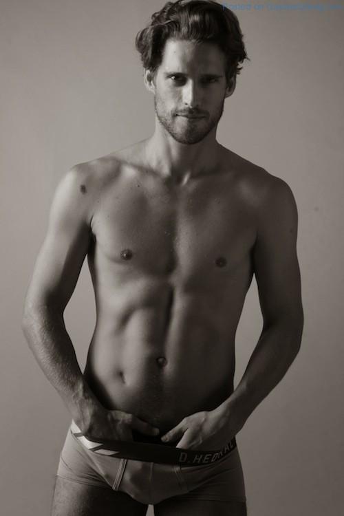 Handsome And Rugged Simone Bredariol (1)