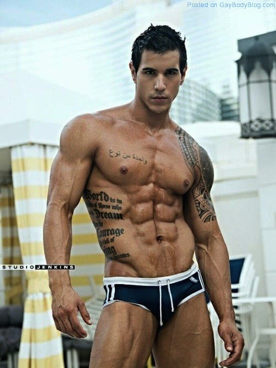 Ripped Muscle Hunk Alan Valdez (1)